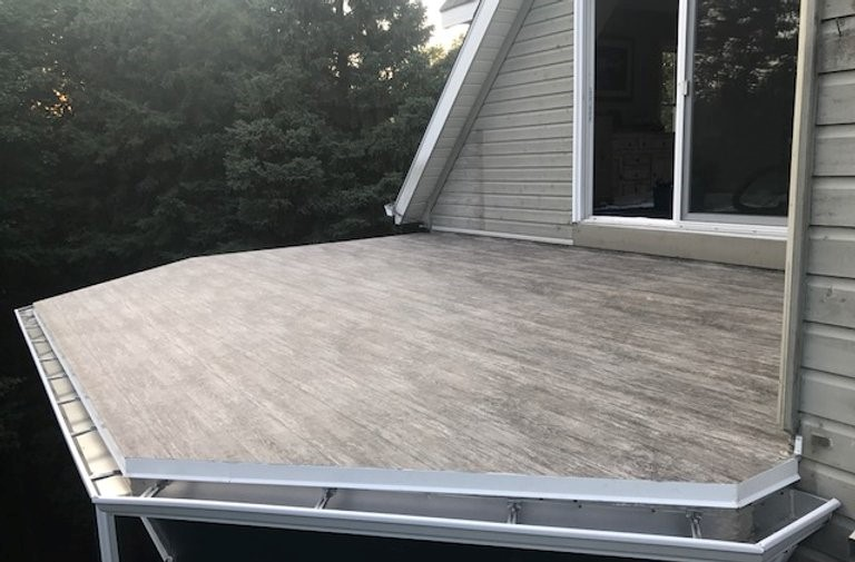 many unique vinyl decking colours and patterns to choose from