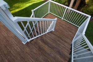 choosing vinyl deck railings