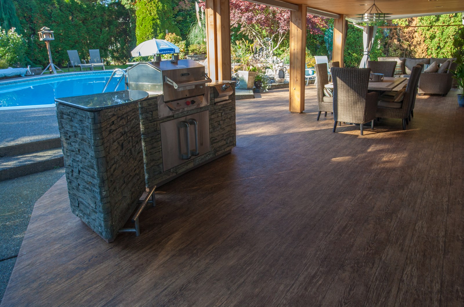4 tips for outdoor kitchens on vinyl decks patios for Vinyl flooring outside porch